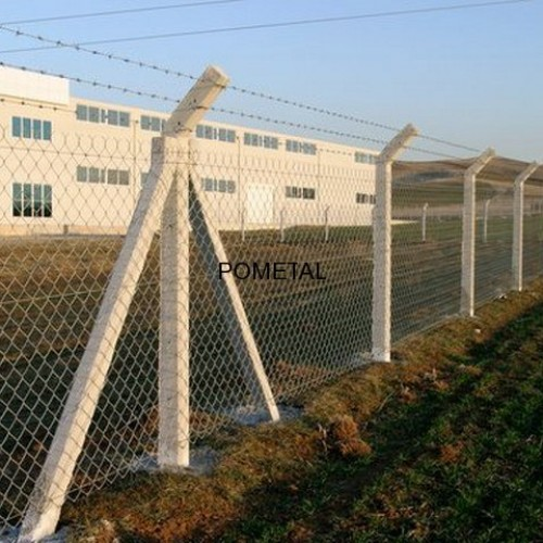 beton direkli tel çit üzerine dikenli tel