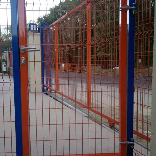 Açılır okul giriş kapısı