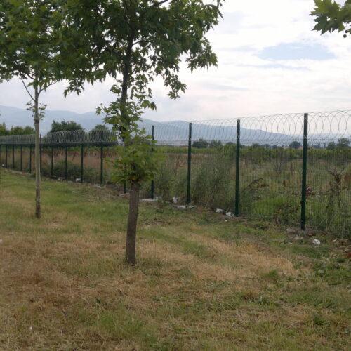 panel çit üstü düzlemsel jiletli tel çit uygulaması