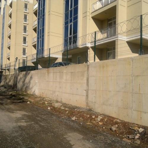 panel çit üstü düzlemsel jiletli tel uygulaması
